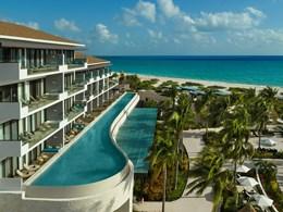 Vue panoramique des suites avec accès à la piscine