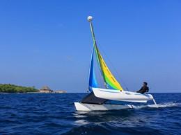 Le catamaran de l'hôtel Dusit Thani aux Maldives