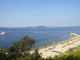 Détendez-vous face aux eaux claires de la Méditerranée
