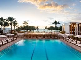 La superbe piscine de l'hôtel Eden Roc Miami Beach