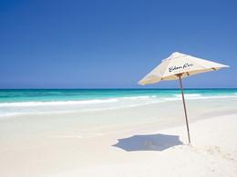 La plage immaculée de l'Eden Roc Miami Beach