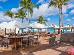 Sirotez de bon cocktails au Beach Bar
