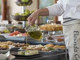 Gastronomie aux saveurs grecques à l'Elounda Gulf Villas