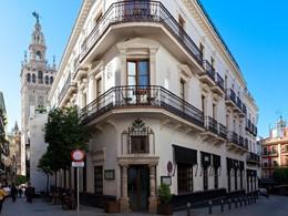 La façade du EME Catedral, situé en plein coeur de Séville