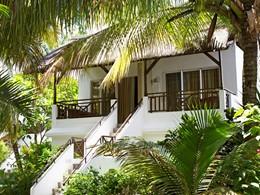 Les bungalows nichés dans les jardins