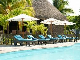 Relaxez-vous au bord de la piscine