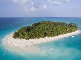 Vue aérienne de l'île de Mnemba où se situe le Mnemba Island Lodge