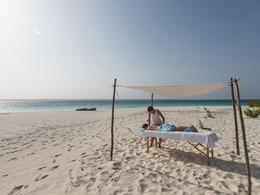 Massage sur la plage du &Beyond Mnemba Island