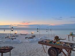 Dîner sur la plage avec une vue extraordinaire