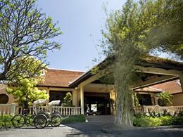 L'entrée de l'Evason Ana Mandara, l'unique hôtel de Nha Trang situé en bord de mer