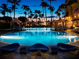 La superbe piscine du Fairmont Kea Lani à Hawaii