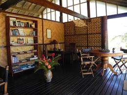 Le lounge du Fare Pea Iti Tahaa situé en Polynésie