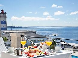 Petit-déjeuner face à la marina de Cascais