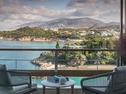Superbe vue sur la mer Égée et les montagnes