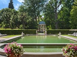 La piscine de l'hôtel pour vous détendre après une belle journée de découvertes
