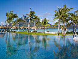 La piscine du Four Seasons Bora Bora en Polynésie