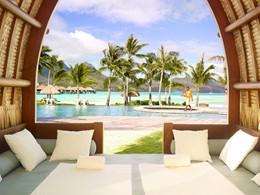 Rafraichissez vous au bord de la piscine du Four Seasons