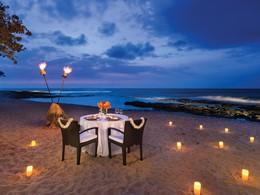 Dîner romantique sur la superbe plage du Four Seasons