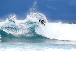 Surf à l'hôtel Four Seasons Maldives à Kuda Huraa