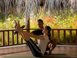 Yoga au Four Seasons situé sur l'île de Kuda Huraa