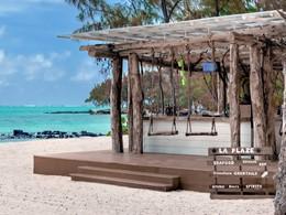 Rafraîchissez vous au Beach Grill situé sur l'île aux Cerfs