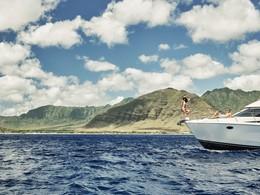 Naviguez sur les eaux claires de l'océan à bord du yatch du Four Seasons