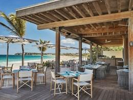 Un restaurant les pieds dans le sable pour le déjeuner