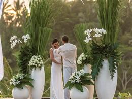 Mariage à l'hôtel Four Seasons Sayan à Bali