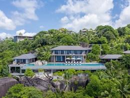 Les villas se situent à flanc de colline
