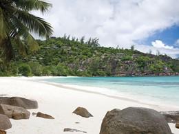 La plage de Petite Anse du Four Seasons aux Seychelles