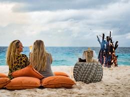 Profitez du feu de camp sur la plage