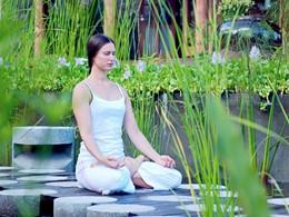 Méditation à l'hôtel Fregate Island aux Seychelles