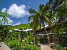 Les chambres sont situées dans des jardins tropicaux