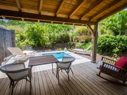 La piscine de la Suite Caraïbe de l'hôtel French Coco