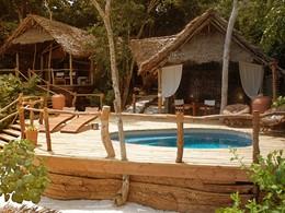 La piscine d'un bungalow