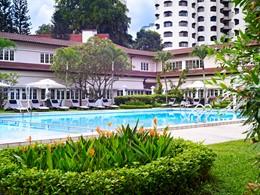 La piscine du Goodwood Park Hotel à Singapour