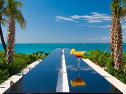 Infiniti Bar de l'hôtel Grace Bay Club à Turks & Caicos