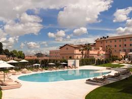 La superbe piscine du Gran Melia Villa Agrippina