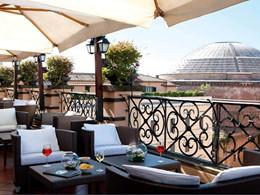 Rafraichissez vous au bar du Minerva Roof Garden
