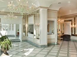 Le hall du Grand Hotel Santa Lucia, en Italie