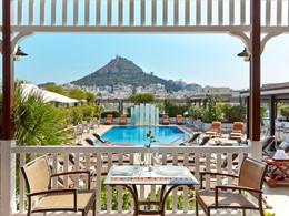 Vue sur la superbe piscine de l'hôtel