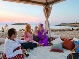 Dînez sur la plage du Meli Palace en Crète
