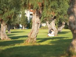Posez vous dans les jardins du Grecotel Lux Me Rhodos