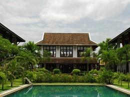 Vue de la piscine du Green Park Boutique Hotel au Laos