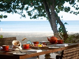Petit déjeuner face à l'océan au H Resort Beau Vallon Beach