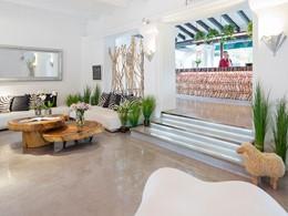 Le lobby de l'hôtel Hacienda Na Xamena à Ibiza