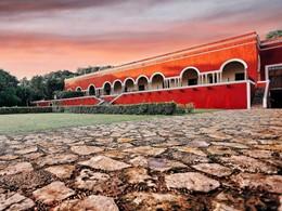 La façade de l'Hacienda Temozon, à l'architecture sobre et sophistiquée