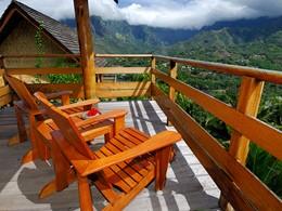 Vue sur la montagne depuis l'hôtel Hanakee Pearl Lodge Hiva Oa en Polynésie