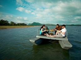 Petit déjeuner sur l'eau à l'hôtel Heritance Kandalama