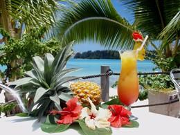 Cocktails au bar de l'hôtel Hibiscus en Polynésie